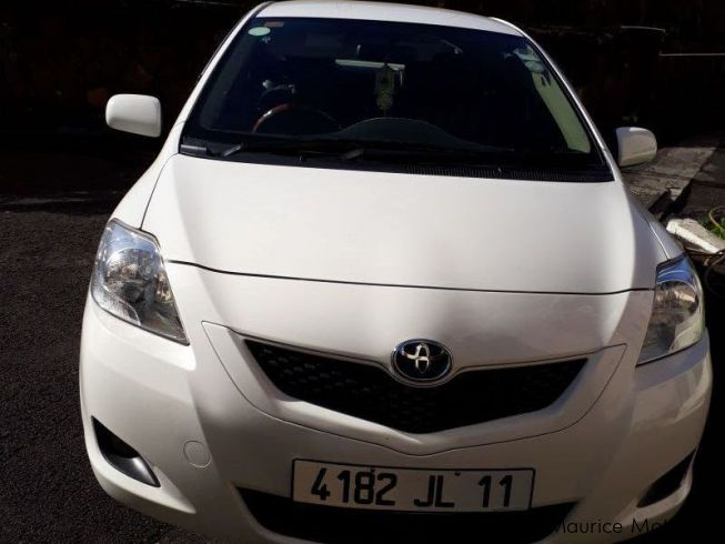 used toyota yaris 2011 yaris for sale quatre bornes toyota yaris sales toyota yaris price. Black Bedroom Furniture Sets. Home Design Ideas